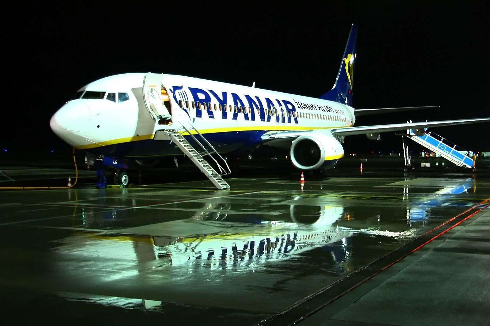 ryanair-aircraft-(8)
